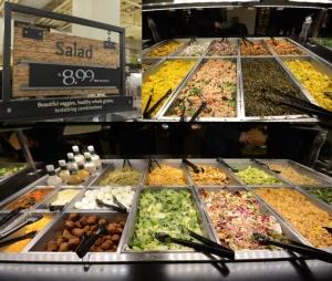 Bar sałatkowy w Whole Foods