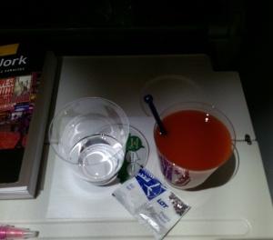 Wódka z sokiem pomidorowym, solą i pieprzem