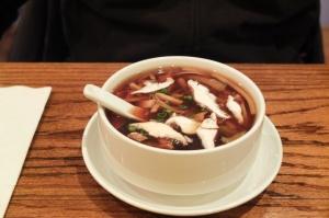 Zupa słodko-ostra z tofu i makaronem