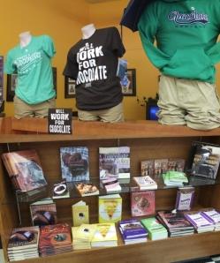 T-shirty, bluzy i książki