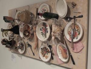Stół na ścianie