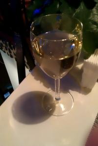 Wino białe dobrze schłodzone